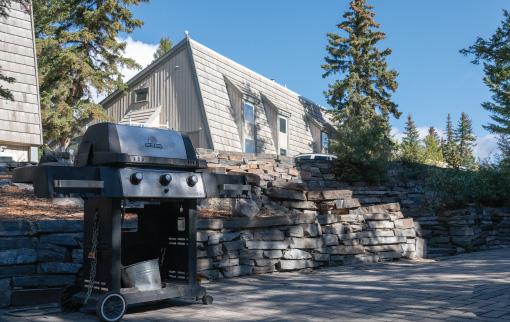 Tunnel Mountain Resort - BBQ